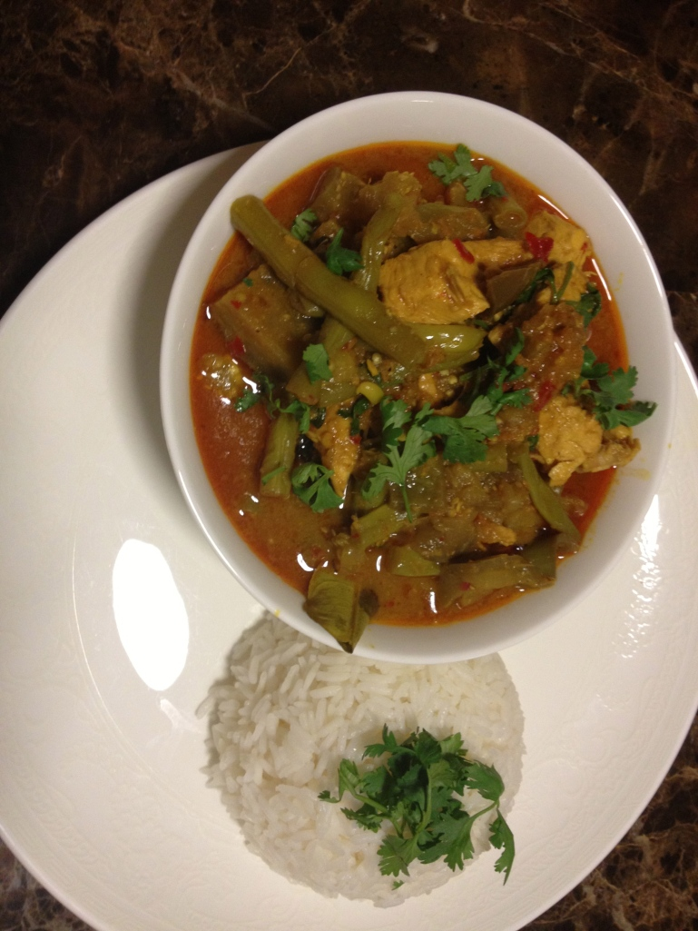 Red chicken curry with aubergine and green beans
