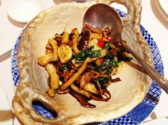 stir-fried squid with mushrooms and basil