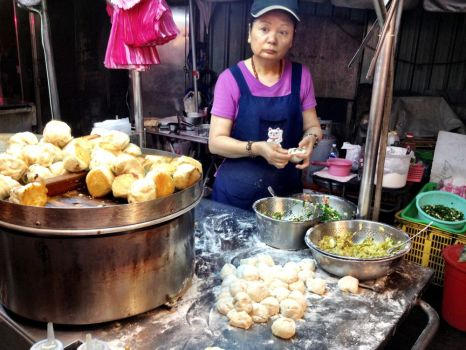 The safe pork bun stall - here we see her making them. Delicious!