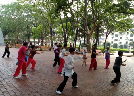 The elderlies doing Tai CHi in Jongshan PArk on a Saturday morning