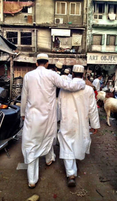 Off to the mosque in Chor Bazaar
