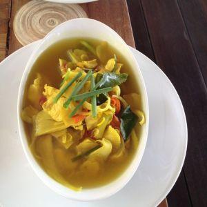 Clear soup with minced pork, tofu andmushrooms