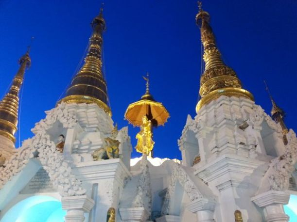 Shwedagong pagoda at dusk