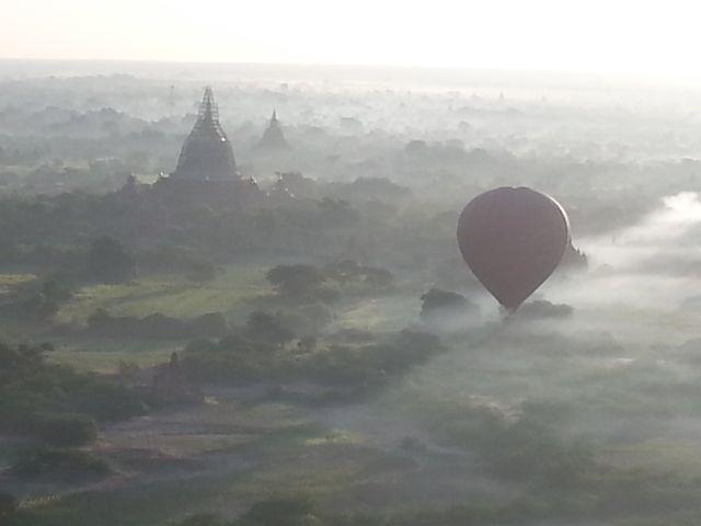 Burmese days 4 - ballooning over Bagan (1/6)