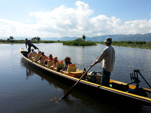 Burmese days 5 - Inle Lake, home to one-legged poling fishermen (5/6)