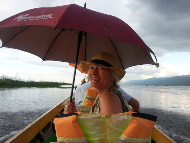 Burmese days 5 - Inle Lake, home to one-legged poling fishermen (2/6)