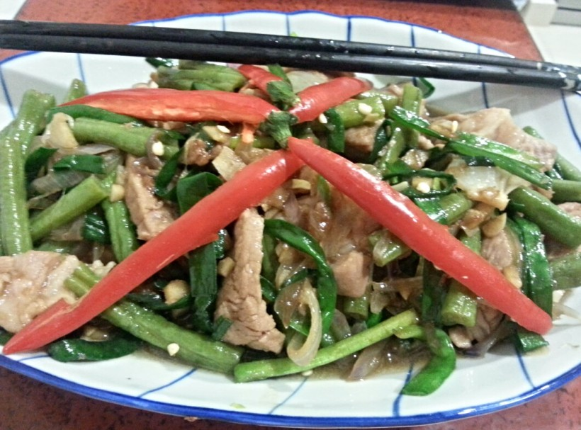 Stir fried pork with long beans