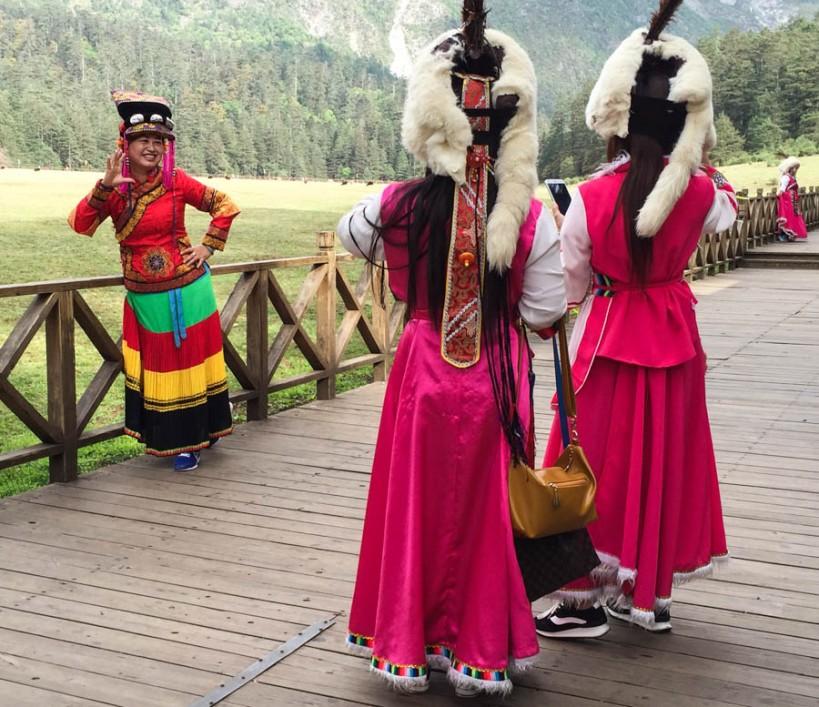 Posing ladies in Spruce Meadow
