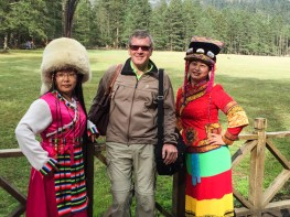 Lijiang: Ross with admirers