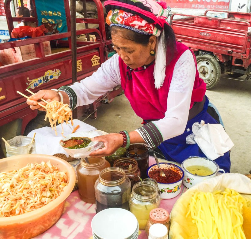 Bai market woman making a snack