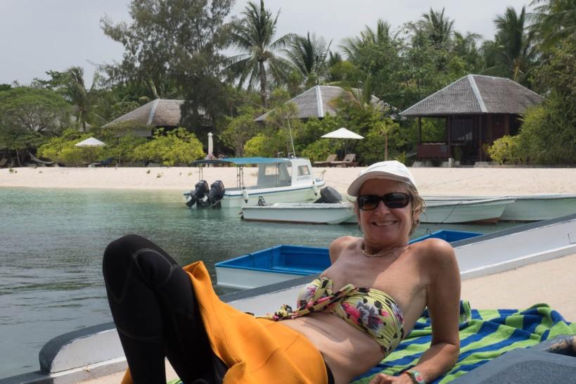 relaxing between dives