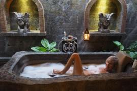 Bao: Posing in the bath, shaking a (bad) leg