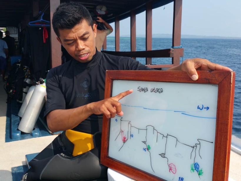 Muji getting serious...dive briefing