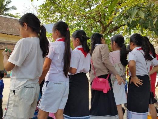 Girls watchnig noisily!