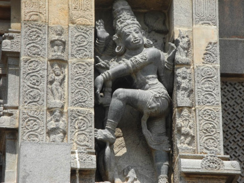 Sculptures at the Nataraja temple