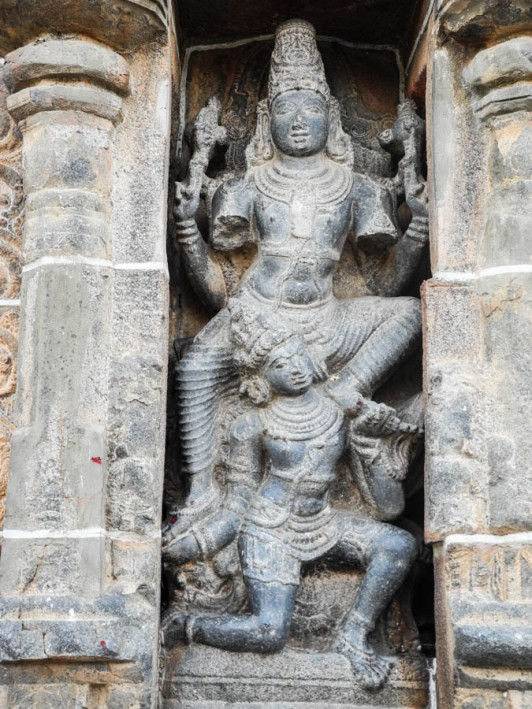 Sculptures at the Nataraja temple