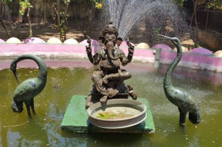 Even the fountain is bronze!