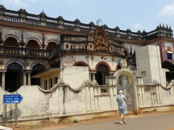 Decaying mansion on the way to Karaikudi
