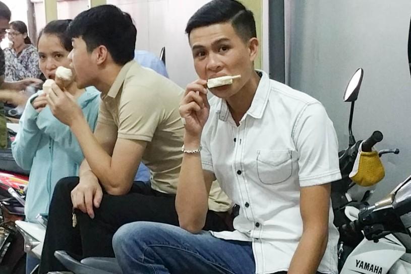 Even dudes eat ice cream
