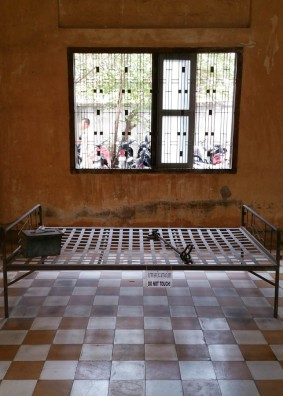 A bed with shackles used in interrogations