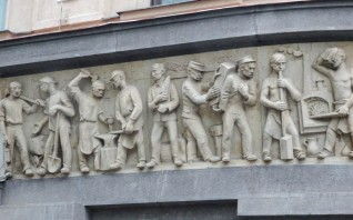 Heroic friezes were popular at WW1; opp the Palace Hotel