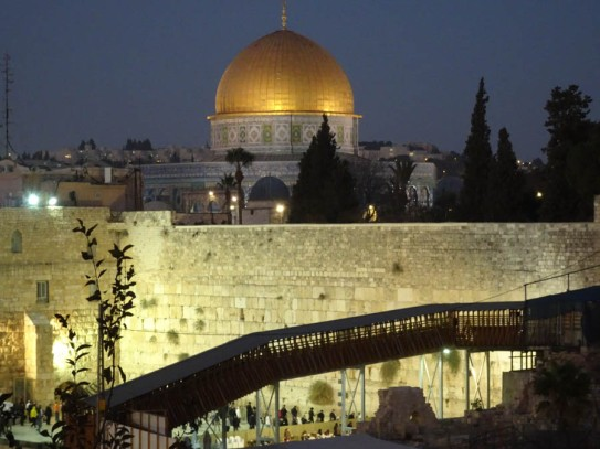 Dome of the rOck overlooking the Wailing Wall