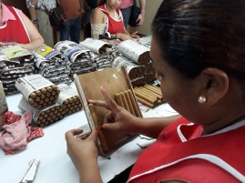Putting the brand cigars in their boxes