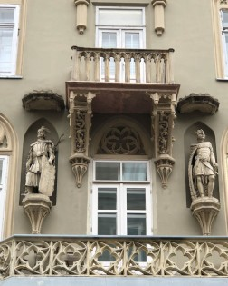 More stucco figures in Jewish quarter