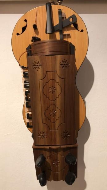A hurdy gurdy