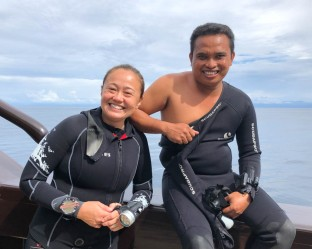 Simone, the Cruise dIrector and our dive guide, Handri