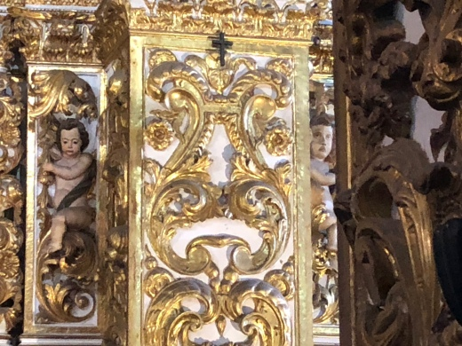 The angel on the left was carved by Portuguese craftsmen in contrast to the one on the right...so Im told