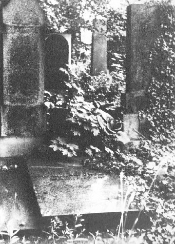 Old photo of the grave - in different setting!