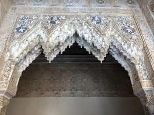 Stalactite arches decorated with lapis
