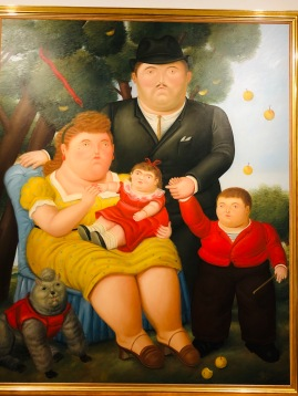 Colombian version of a classical family portrait including the dog!